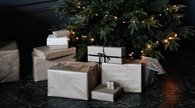 Sådan giver du aktier i gaver